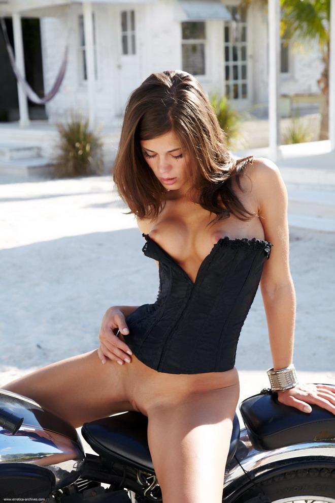hot motorcycles nude girls