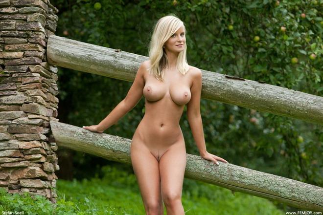 природа и голые женщины