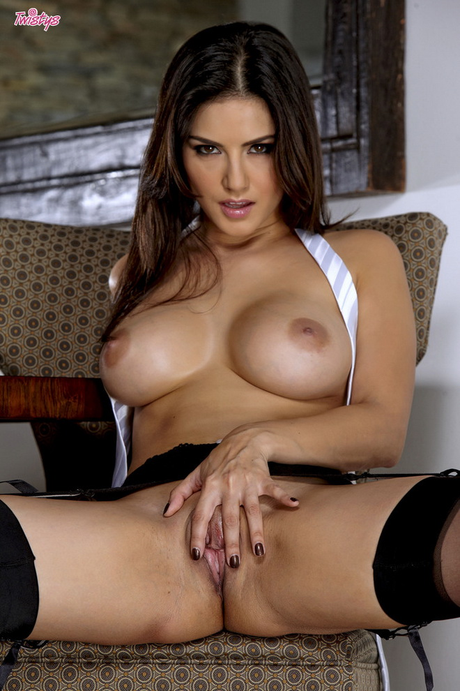 SUNNY LEONE FUDENDO VIDEOS PORNO - sexoquentetv